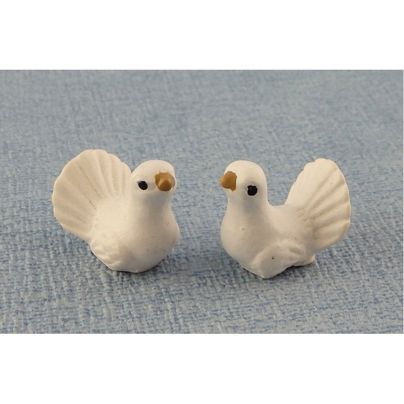 Dolls House Miniature Pet Garden Accessory Birds Pair of White Turtle Doves