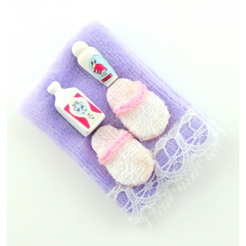 Dolls House Miniature 1:12 Scale Bathroom Bedroom Accessory Towel and Slippers