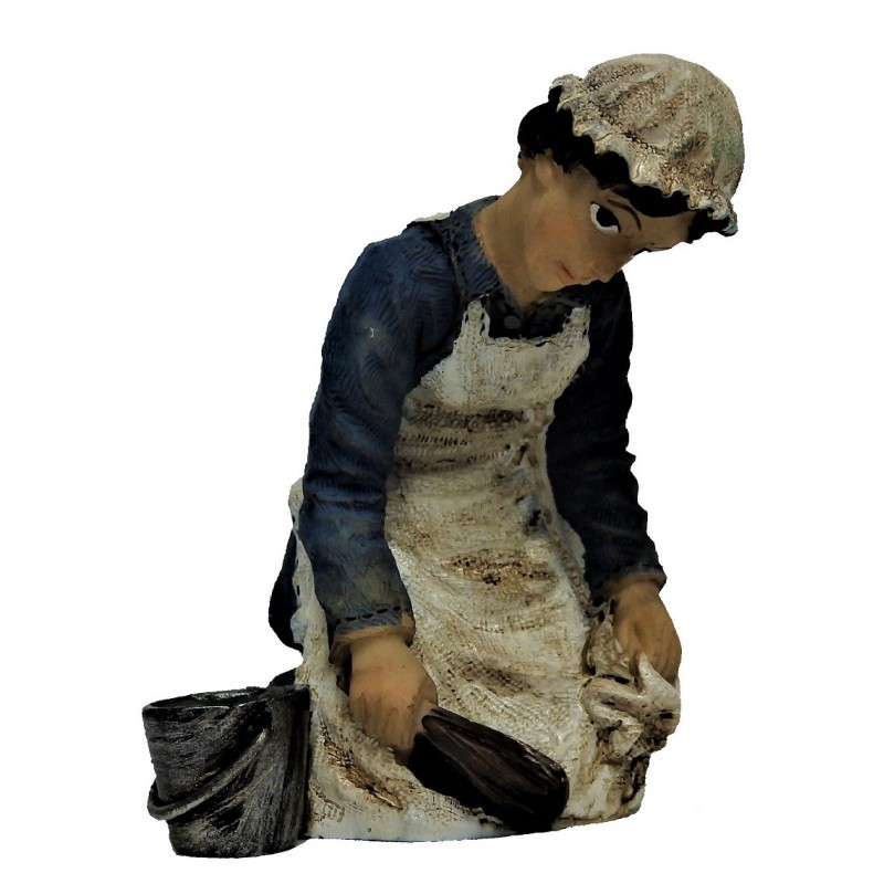 Dolls House Victorian Maid Scrubbing Floor 1:12 People Resin Figure